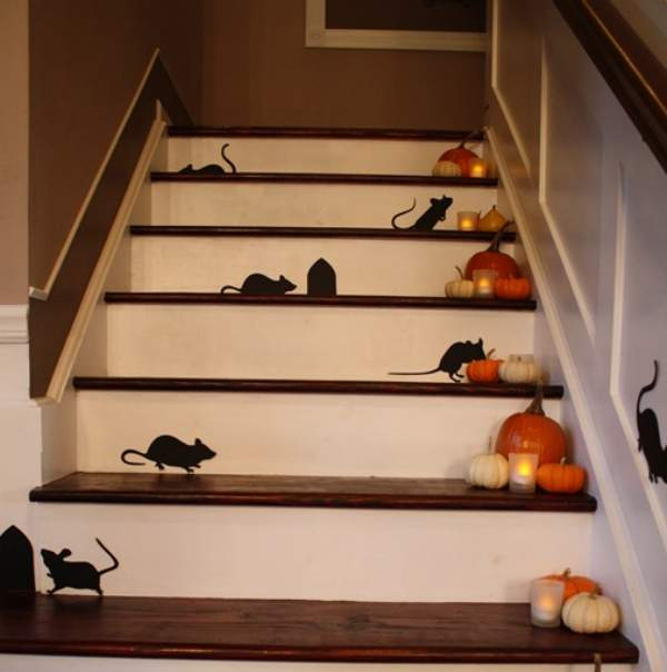 Halloween+decor+mice+up+the+staircase5B65D