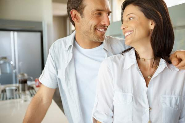 happily-married-couple-in-kitchen